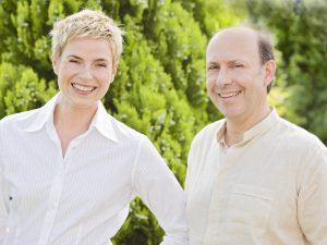 Die AutorInnen: Elis Sonnleitner und Dr. Edvin Turkof